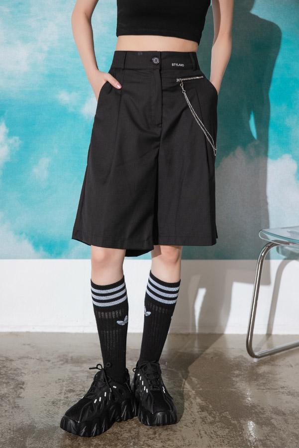 個性款英文刺繡金屬鏈裝飾西裝短褲