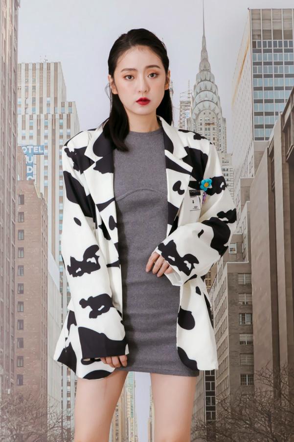 乳牛花紋寬鬆西裝外套附小別針