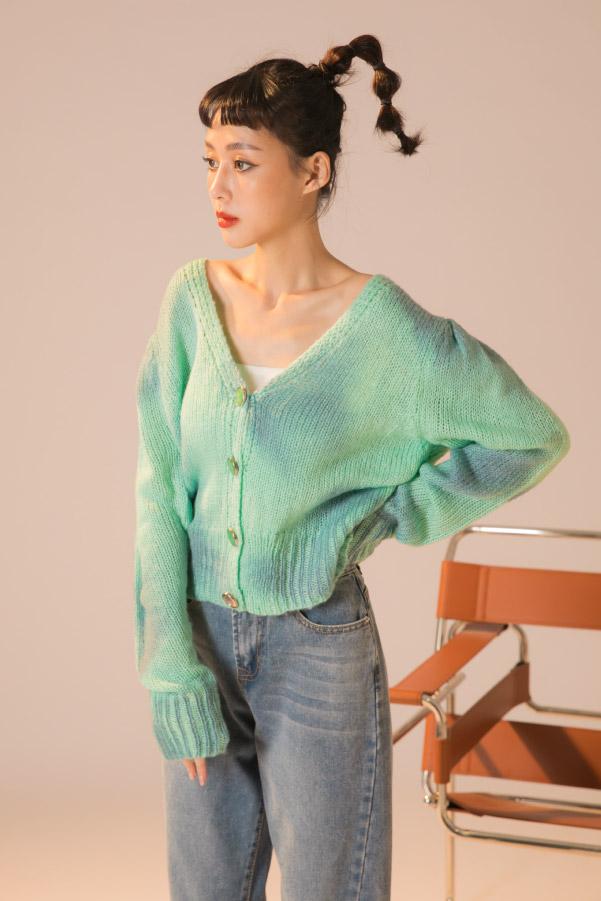 藍綠暈染琥珀釦短版針織毛衣外套